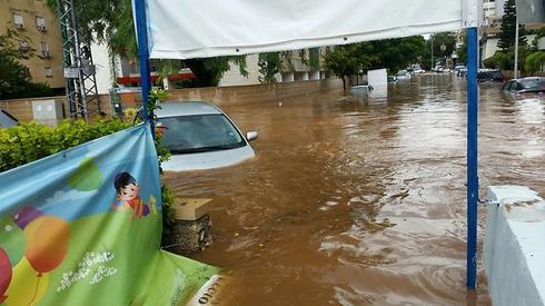 הצפה ברעננה באוקטובר לפני שנתיים | צילום: עידו ארז