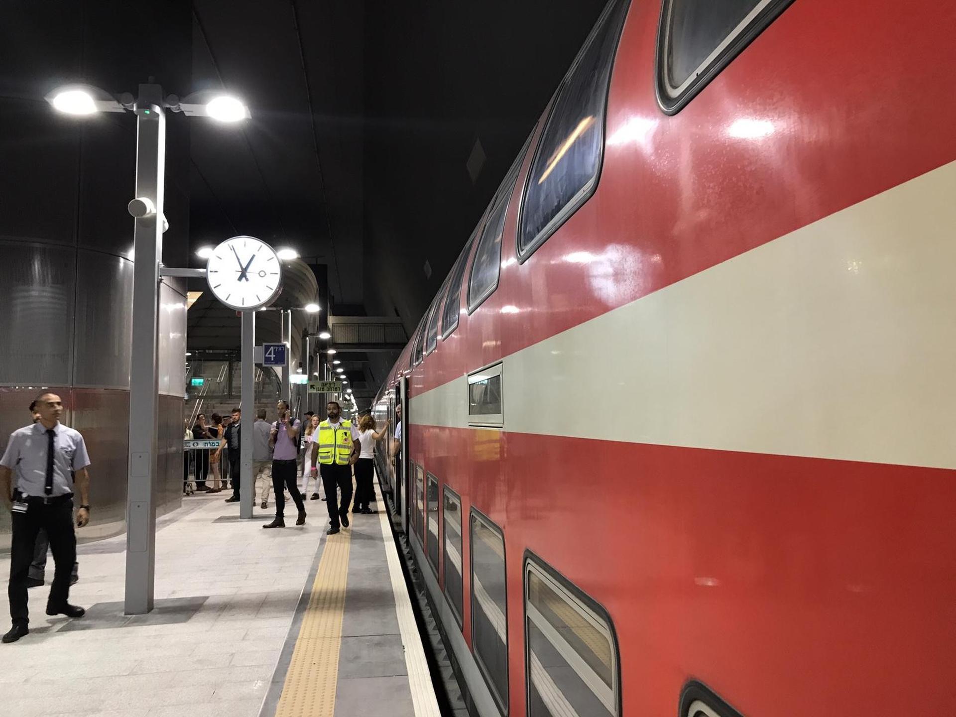 """רציף תחנת הרכבת """"נבון"""". צילום: רועי אלמן"""