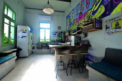המטבח לשירות דיירי האכסניה   צילום: נחום סגל