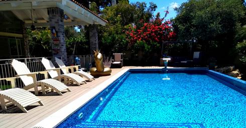 הבריכה בסמוך לבית | צילום: איריס גבריאל, רי/מקס