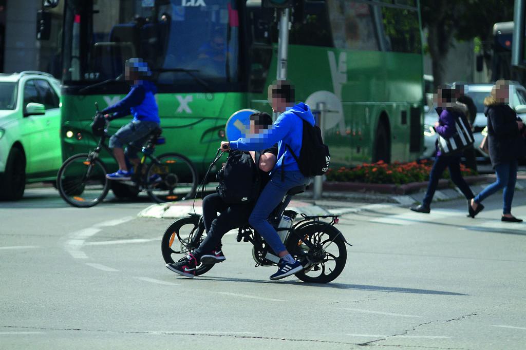 בלי שבילי אופניים, המקום שלהם הוא רק על הכביש | צילום: אסף פרידמן