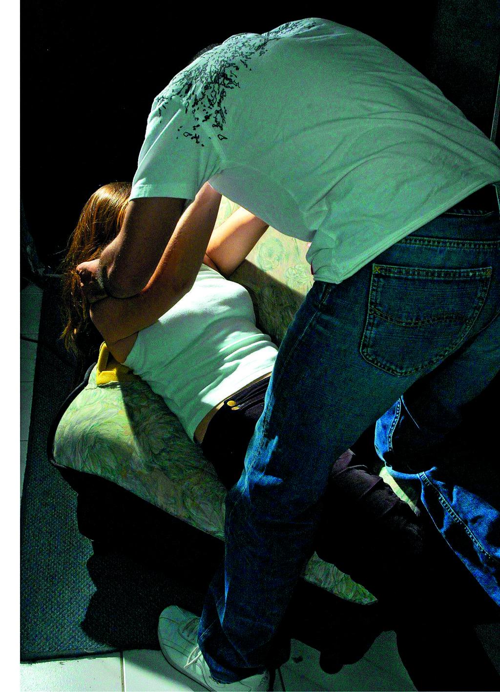 גבר תוקף אישה. אילוסטרציה: שאטרסטוק