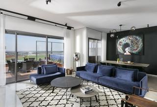 דירת פנטהאוז הממוקמת בקומה ה-14. עיצוב: ענבל ברקוביץ. צילום: אלעד גונן