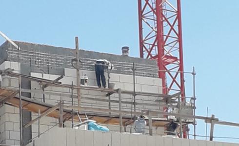אחד מאתרי הבניה שנסגרו (צילום: mynet)