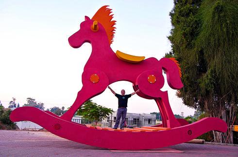 מור והסוס. המשקל: 2.2 טונות | צילום: ענבל קרן מור